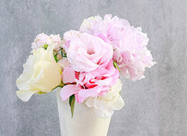 Gastgeschenk mit Rosen und Prärie-Enziane