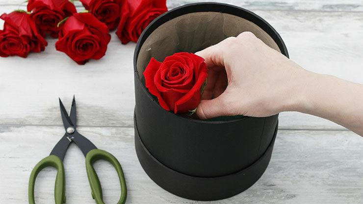 Anleitung für Valentinsüberraschung mit roten Rosen - Schritt 4